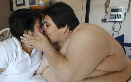 Fattest Man Kisses His Wife